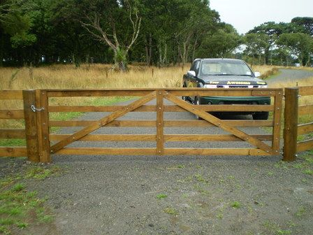 How to build a wooden gate nz