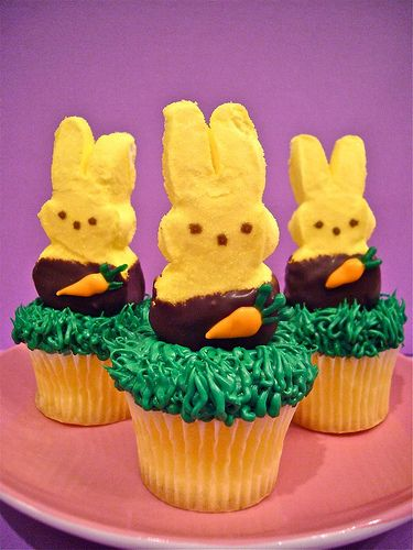 Easter Treat - I could totally make these! I still have green cupcake wrappers leftover from the grouch cupcakes I made for Alex's bday!Cupcakes Ideas, Vanilla Cupcakes, Cups Cake, Easter Cupcakes, Chocolates Dips, Easter Treats, Cupcakes Rosa-Choqu, Easter Ideas, Peep Cupcakes