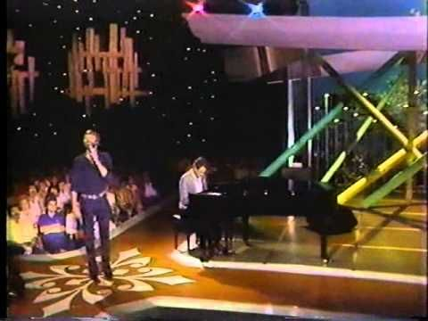 ▶ Glen Campbell & Jimmy Webb MACARTHUR PARK - YouTube