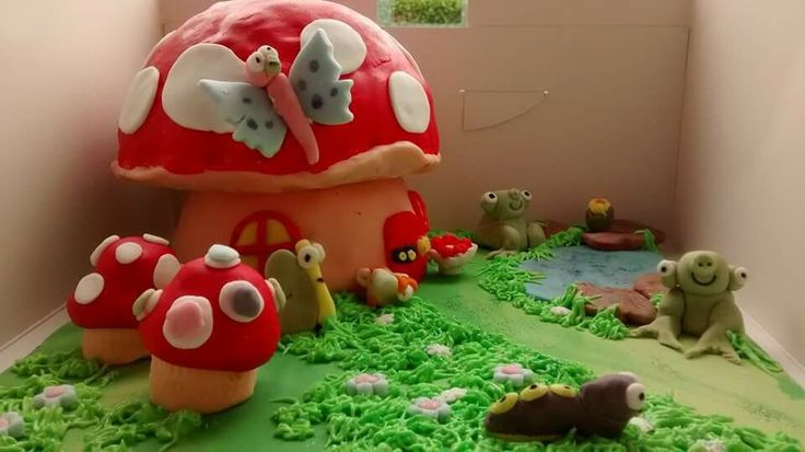 Woodland cake raffle prize - croston cakes