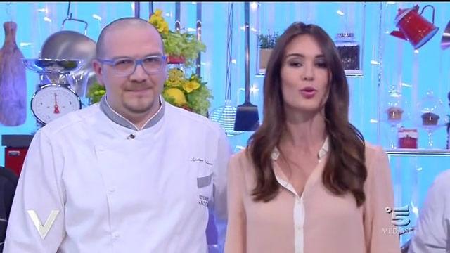 Pasta fave e gamberoni. Agostino Iacobucci Chef stellato de I Portici Hotel, illustra di venire realizzare Uno squisito piatto di pasta di fave e gamberoni.
