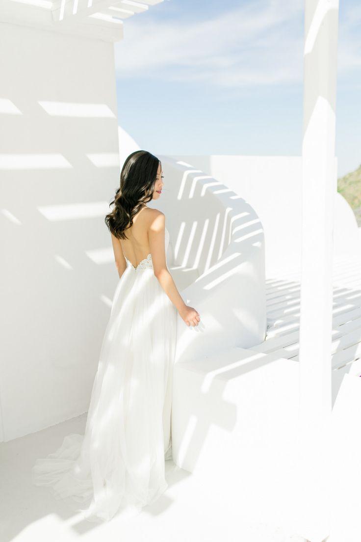 A Modern Elopement Overlooking the Aegean Sea | Photography: Anna Roussos