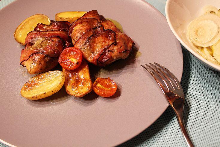 Kuřecí stehna s pestem balená ve slanině   Pečené brambory jako příloha - Powered by @ultimaterecipe