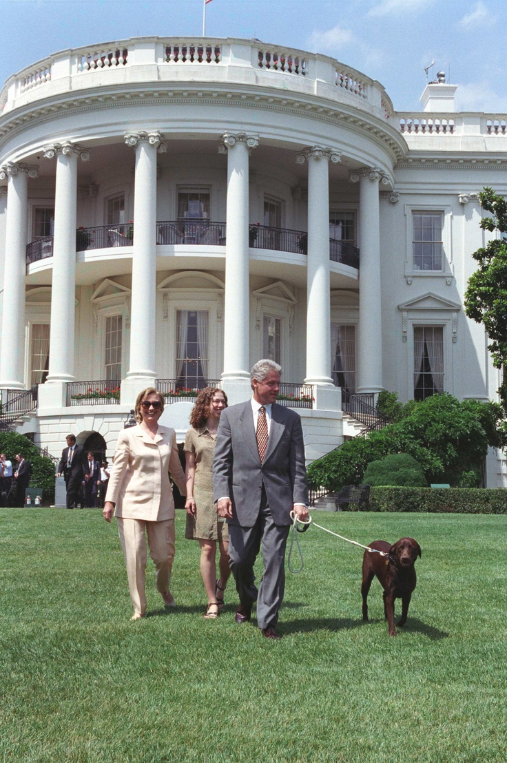 Photograph of President William (Bill) Jefferson Clinton, First Lady Hillary Rodham Clinton, Chelsea Clinton, and Buddy the Dog Walking on the South Lawn, 07/24/1998