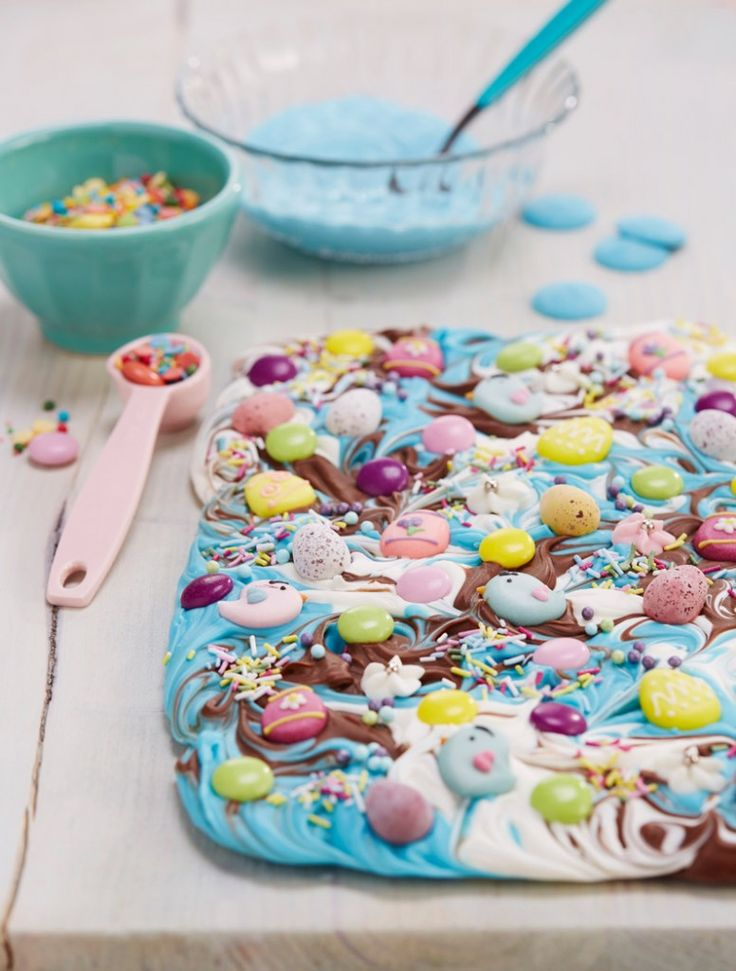 How to Make Chocolate Bark #easter #chocolate #diy #bark