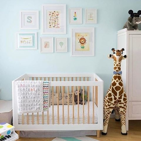 How gorgeous is this bright, playful nursery?   Design by: @casadefallon