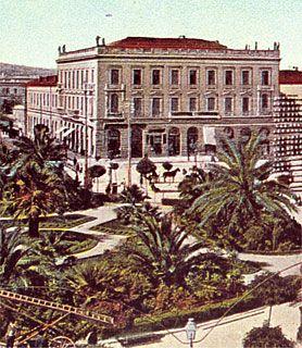 Ξενοδοχείο 'ΜΕΓΑΣ ΑΛΕΞΑΝΔΡΟΣ' στη πλατεία Ομονοίας 19. Έργο του Ernst Moritz Theodor Ziller. (1889). Αδελφό κτίριο του 'ΜΠΑΓΚΕΙΟΝ'.