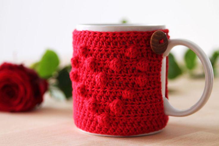 Free crochet pattern 'I heart u' mug cozy #crochet #mugcozy #valentinesday