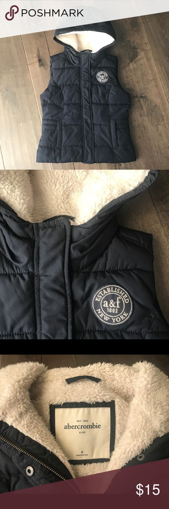 Abercrombie Girls' vest Abercrombie Girls' vest in dark navy In excellent used condition Zippered front with snap fasteners  Two front pockets abercrombie kids Jackets & Coats Vests
