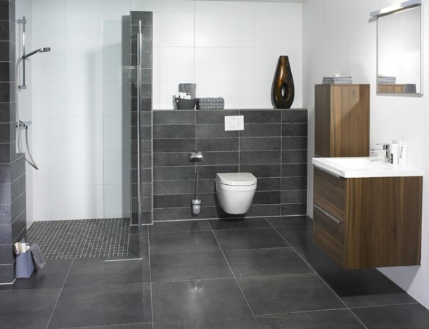 Mooie badkamer qua formaat tegels en kleurstelling