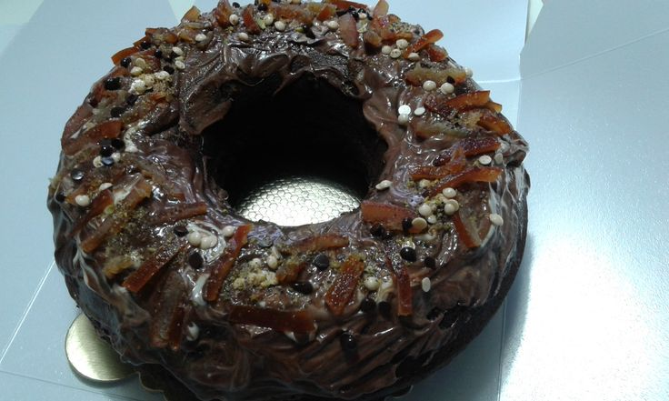 Siyah-Beyaz Çikolatalı Glazür Kaplamalı Kakaolu Kek