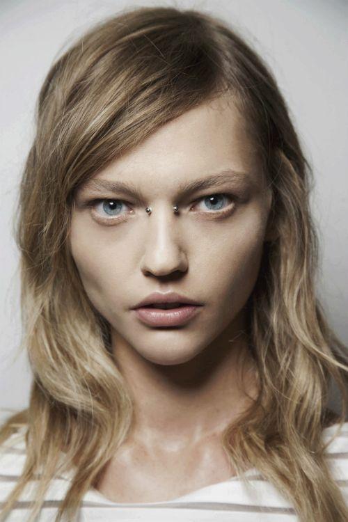 bridge piercing with natural makeup