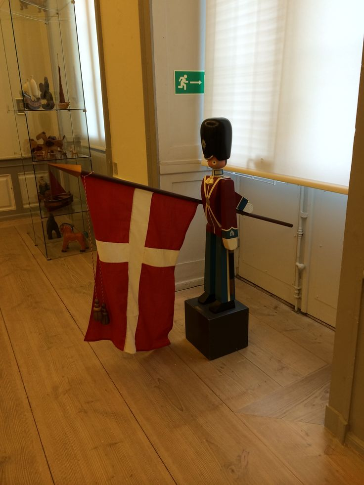 The Danish guardsman from 1942 was designed by Kay Bojesen. View of the Kay Bojesen exhibition in Sophienholm (2014). www.designhus.be