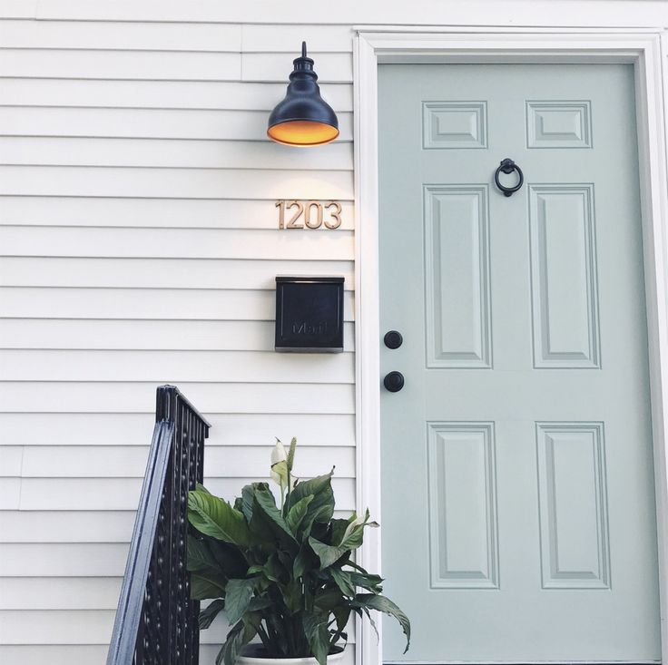 Benjamin Moore wythe blue door with copper house numbers | mint front door | beach cottage  sc 1 st  Pinterest & The 25+ best Mint door ideas on Pinterest | Mint paint colors ... pezcame.com