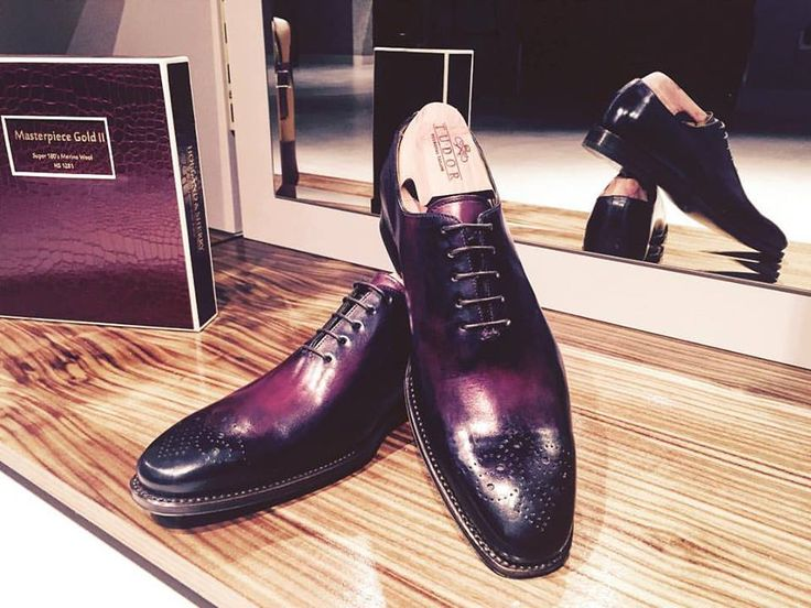 100% Garnet Natural Leather Shoes  The Oxford shoes are considered the most elegant men's shoes.