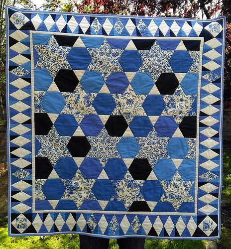 Hexagon and stars quilt in blues and cream by Ellie Hannan. Made with Fair Trade Cotton and Dutch Heritage Fabric. Two colour quilt, Two color quilt.