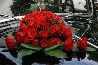 Autobloemstuk rode rozen Bruidsbloemen   Bloematelier Rolinda