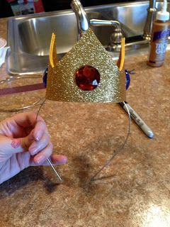 GLITZY GEEK GIRL: Tutorial: Princess Peach Crown