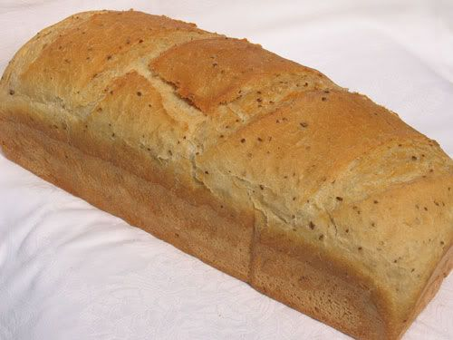 Mióta elkezdődött az iskola inkább ezt a kenyeret sütöm, könnyebb belőle szendvicseket készíteni. Általában kerül bele tk.liszt és lenmagpe...