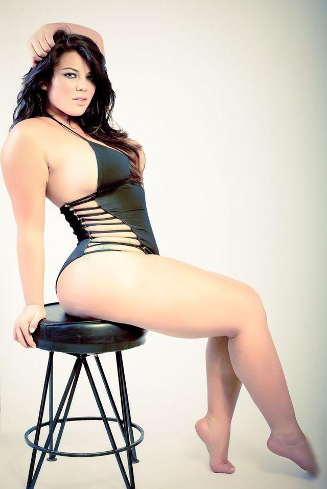 gorgeous naked curvy women