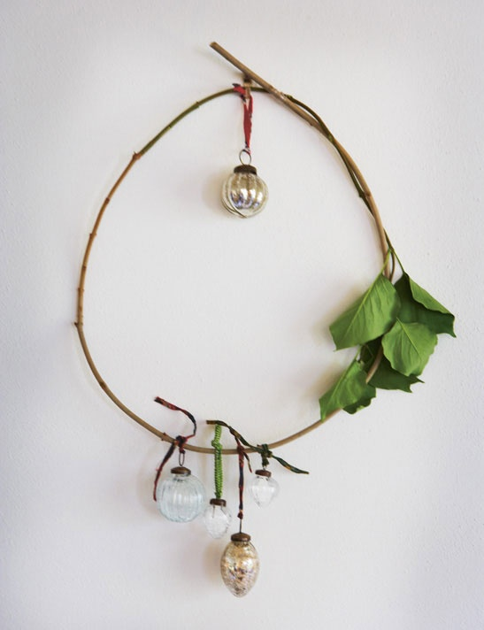 Simple idea for holiday wreathCharli Brown Christmas, Christmas Wreaths, Holiday Wreaths, Christmas Deco, Xmas, X Mas, Vintage Ornaments, Simple Wreaths, Christmas Trees
