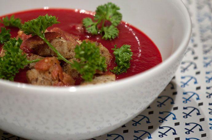 Rødbedesuppe med masser af smag – opskrift suppe rødbede