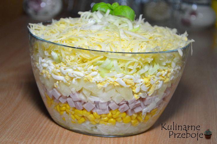 warstwowa sałatka z ananasem i szynką