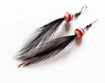 Boucles d'oreilles en plumes noires/ Feather earrings