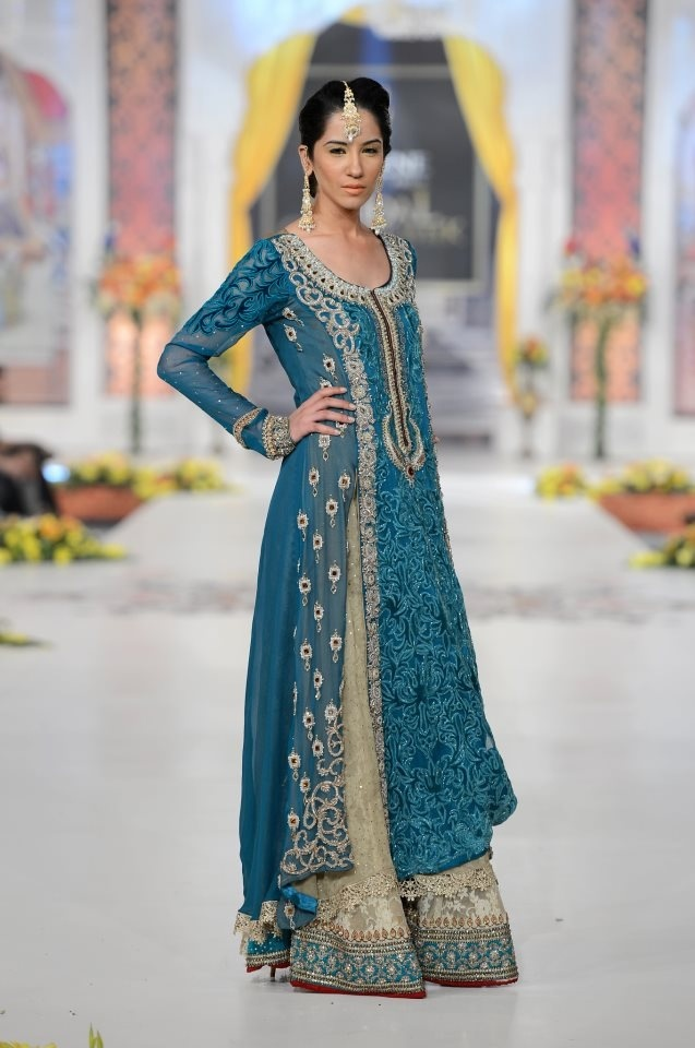 Simple wedding dresses in pakistan golden