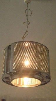 Tambor de lavadora como lámpara colgante.