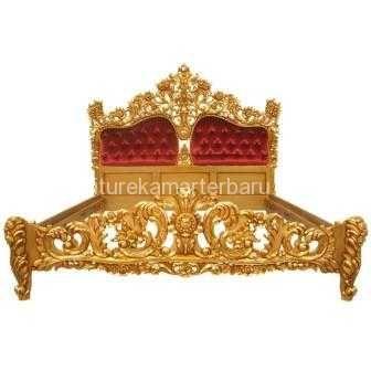 tempat tidur ukir gold mewah ini mempunyai desain ukiran yang sangat mewah dan rapi. tempat tidur ukir yang langsung dihasilkan oleh pengrajin asli jepara dengan kualitas bagus