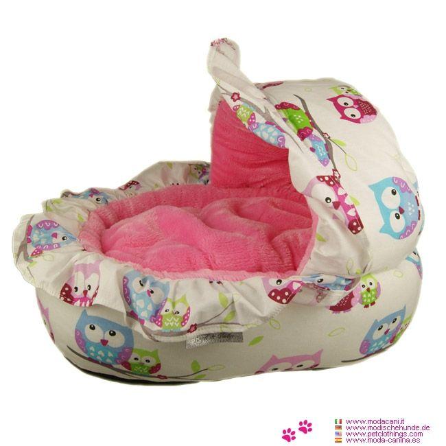 Cuccia Sogno Rosa per Cani Piccoli a forma di Culla - Adorabile cuccia a forma di culla, rivestita di volants; esternamente la cuccia è completamente in cotone con la fantasia a gufetti, con interno rosa