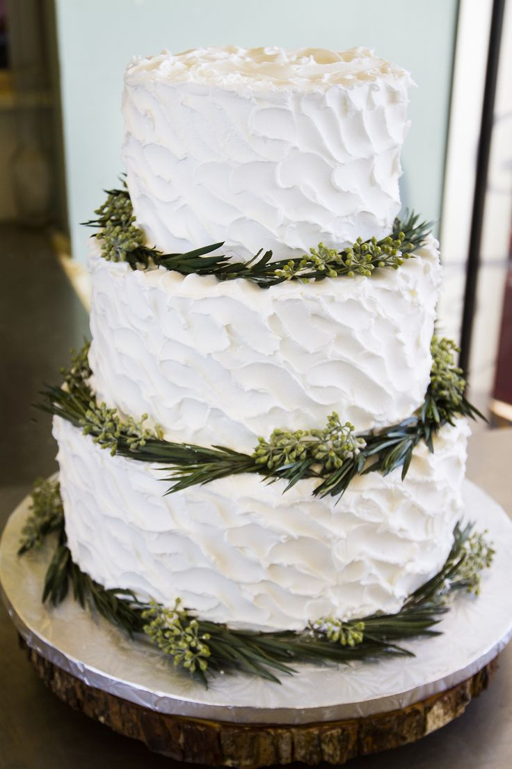big beautiful wedding cakes a beautiful winter wedding cake with lots of greenery 11737