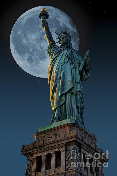 See the #stars and #moon with the #StatueOfLiberty. #fineart #decor #StevePurnell