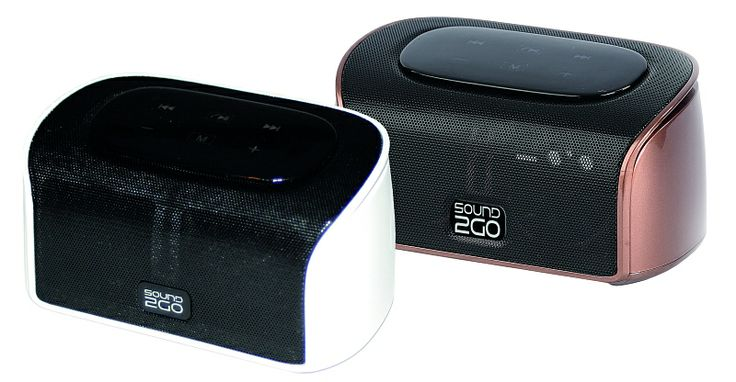 """SOUND2GO CUBY - Bluetooth 3.0 Stereo Lautsprecher mit Freisprecheinrichtung und Bluetooth Adapter über Line-Out  Der mobile und leistungsfähige Stereo-Lautsprecher CUBY ist ein echtes Multitalent. Er überträgt Musik kabellos mit Bluetooth-Technologie von Smartphones, Tablets, MP3-Playern, Laptops, Computern und MICRO SD Karten. Einen Mehrwert bekommt er durch sein edles Design und eine integrierte Freisprecheinrichtung. Er ist ein wahrer Blickfang. Testsieger in """"MP3 Flash""""."""