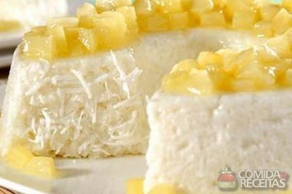 Receita de Pudim de tapioca com calda de abacaxi em Pudins, veja essa e outras receitas aqui!