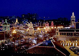 Kansas City kicks off the Christmas season with the Country Club Plaza lighting ceremony every Thanksgiving evening. It's a time for family, friends, tradition, music, entertainment, and holiday cheer!