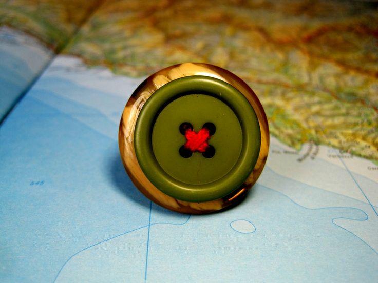 Anello Bottone Verde Filo Rosso di L'atlante dei Bottoni Bijoux su DaWanda.com
