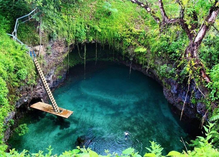 26 サモアのトスアプールは世界でもっとも美しい自然のプールの一つです。 これぞ世界の秘境26選!どうやって行くかもわからない絶景