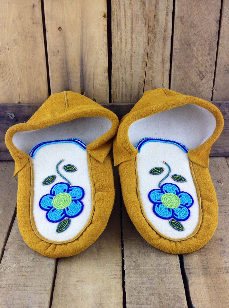 Hand-Tanned Moose Hide Infant Slippers with Lining and Blue Flowers #Esawa #Moccasins #Handmade
