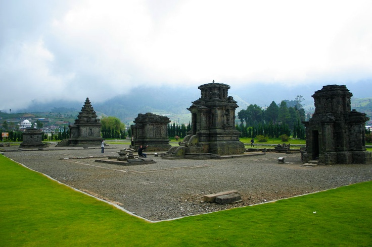 Known as the Arjuna temples compound, Arjuna Temple, Srikandi Temple, Puntadewa Temple, Sembodro Temple, and Semar Temple stands magnificently at the center of the complex.