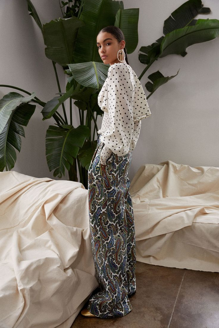 See the complete Diane von Furstenberg Pre-Fall 2018 collection.
