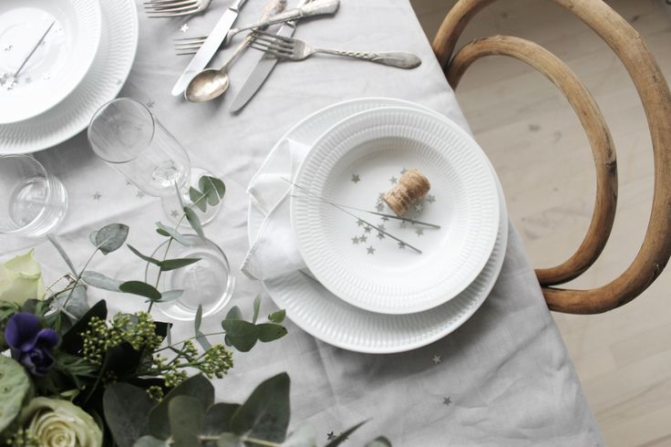 New Year's Eve table setting, natural, Scandinavian table setting, via http://www.scandinavianlovesong.com/