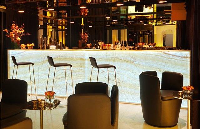 die besten 25 goldene bar m nchen ideen auf pinterest hotel m nchen bar m nchen und design hotel. Black Bedroom Furniture Sets. Home Design Ideas