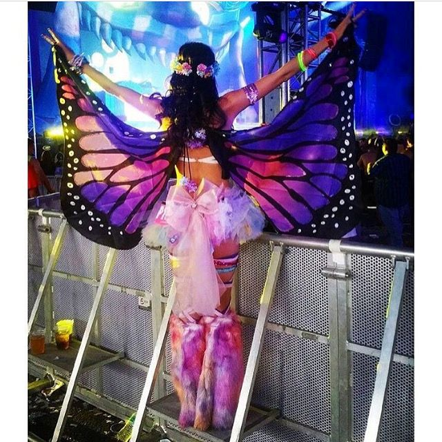 @jennbunnaaayyyyy is BEAUTIFUL in her @electriclaundry outfit @kulturshop crown and @iheartraves butterfly wings ✨✨✨