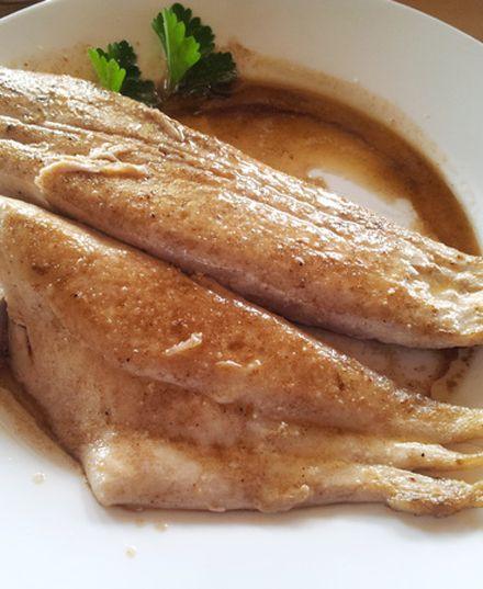 Reineta a la Mantequilla o Frita  Nuestra rica reineta a la mantequilla es preparada con peces adquiridos en el dia a pescadores de la zona lo que asegura su frescura y calidad.