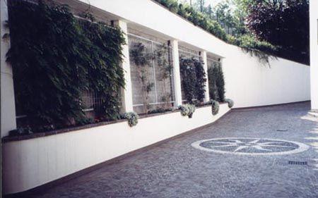 Ampliamento villa unifamiliare sistemazione esterni - Particolare pavimentazione accesso box - Cavernago (BG) 1997-1999