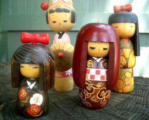 Small Vintage Japanese Kokeshi Doll.