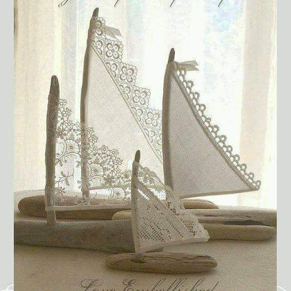 Barco feito de crochet --  3 Beautiful Driftwood Beach Decor Sailboats Antique Lace Sails Bohemian Inspired
