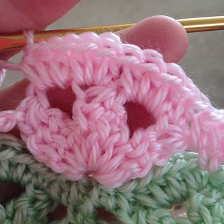 """Irish Wave Baby Afghan Tutorial  .... I keep seeing this stitch.  Guess that's a """"hint, hint""""!"""